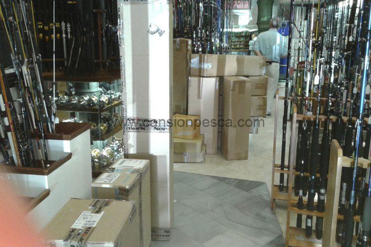 no-deja-de-llegarnos-material-para-llenar-nuestra-nueva-tienda-del-portixol-grauvell-normark-beuchat-01